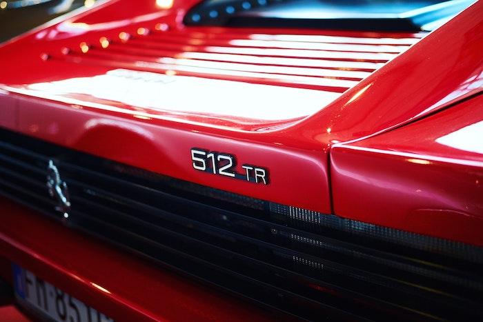 Feu et grille arrière de Ferrari 512 TR rouge