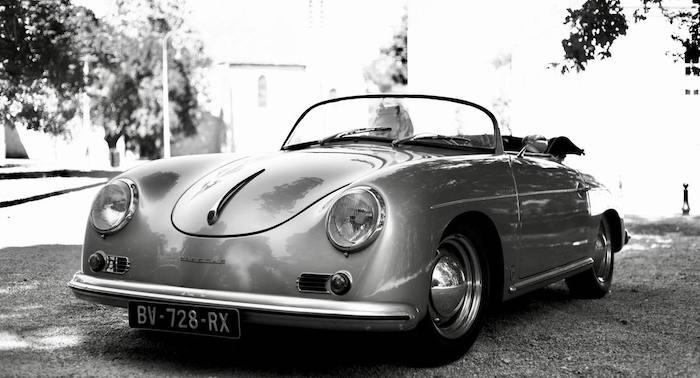 Porsche 356 Speedster replica en noir et blanc de 3/4 face