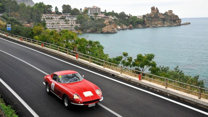 Ferrari 275 GTB rouge à la Targa Florio Classic