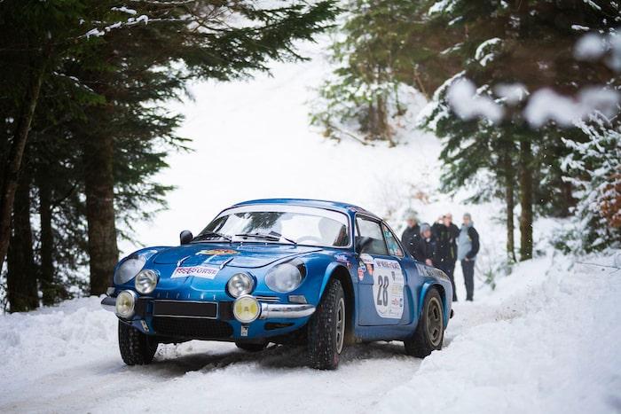 Alpine A110 dans la neige