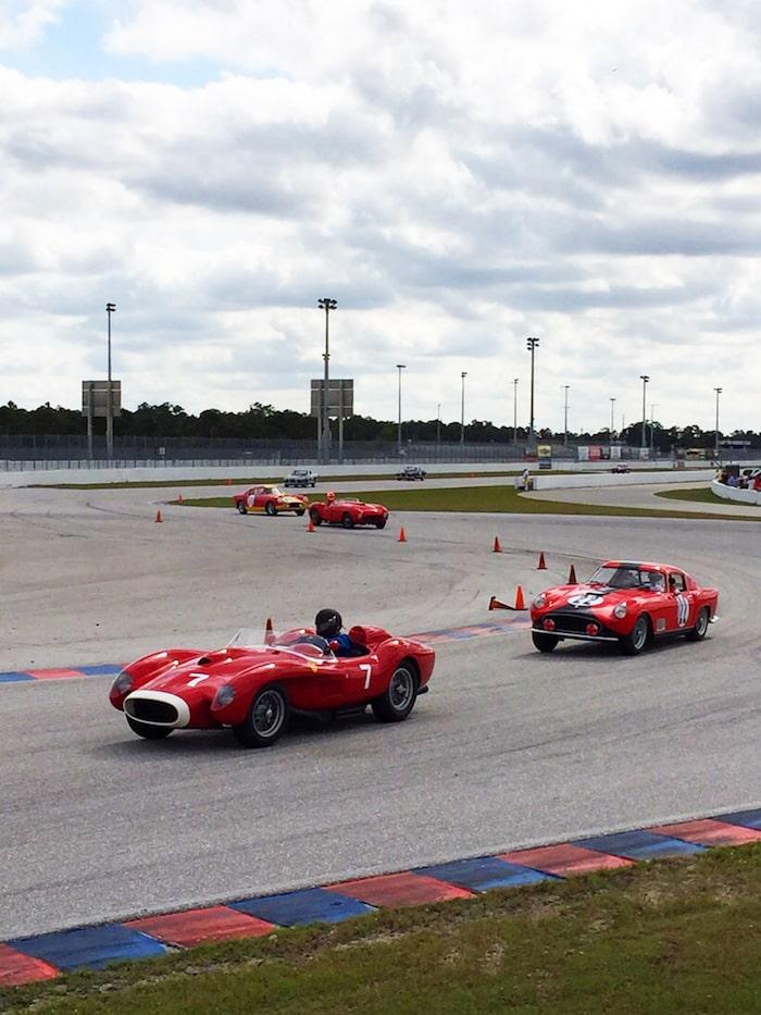 Ferrari 250 Testa Rossa sur circuit