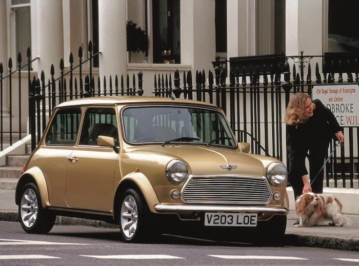Rover Mini dorée à Londres