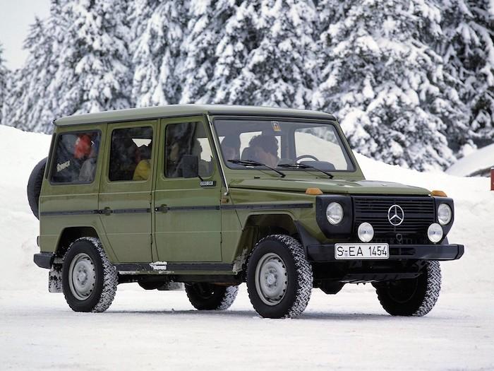 Mercedes classe G vert dans la neige