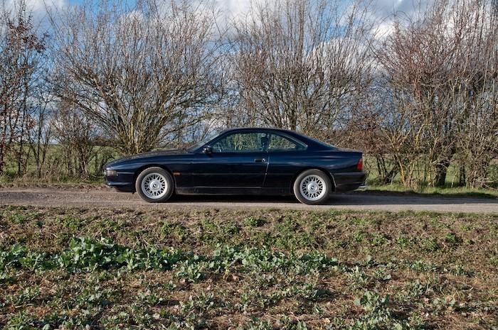 BMW 840CI noire de profil