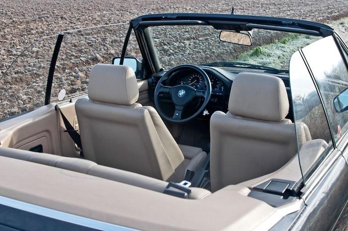 Vue intérieure BMW E30 décapotable