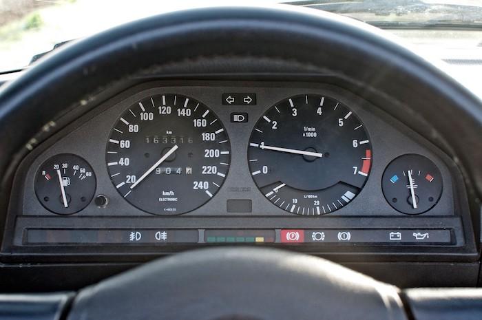 Tableau de bord d'une BMW E30